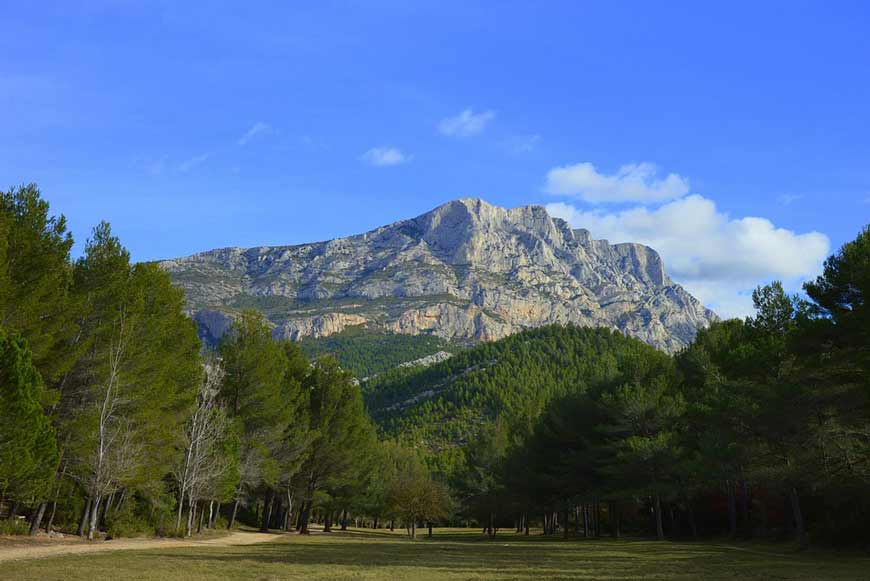 The famous Sainte victoire mountain and Cezanne